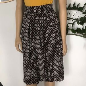 Dresses & Skirts - AMAZING PATTERNED SKIRT WITH HUGE PATCH POCKETS